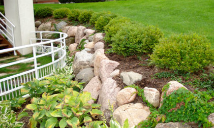 Wisconsin Granite Boulder Retaining Wall in Lake Geneva
